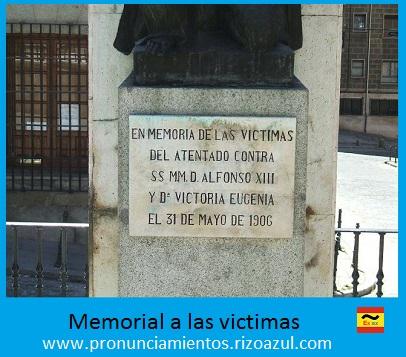 Placa conmemorativa del actual monumento a las víctimas del atentado terrorista